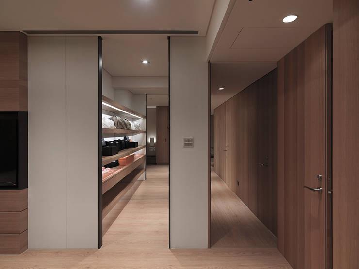 FRAME:  更衣室 by 形構設計 Morpho-Design