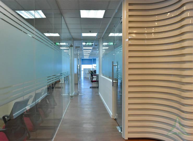 VĂN PHÒNG & SHOWROOM NHÀ MÁY UNIVERSAL ROBINA CORPORATION (URC):  Tòa nhà văn phòng by CÔNG TY TNHH SXTM DV & TRANG TRÍ NỘI THẤT VĂN NAM