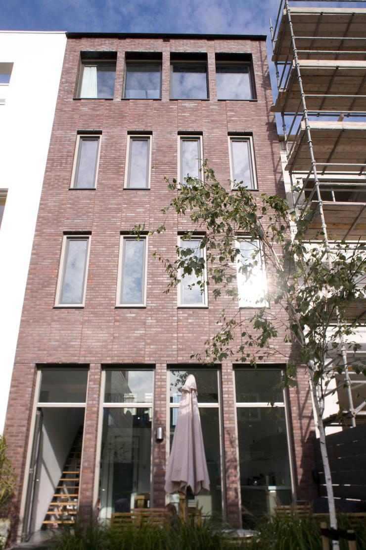 Jardines de estilo moderno de TEKTON architekten Moderno