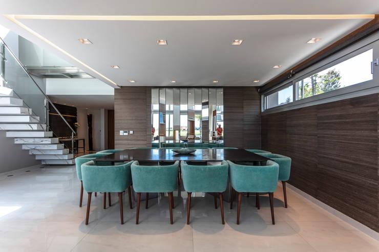 Residencia en Nordelta: Livings de estilo  por Estudio Viviana Melamed,