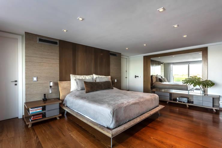 Residencia en Nordelta: Dormitorios de estilo  por Estudio Viviana Melamed,