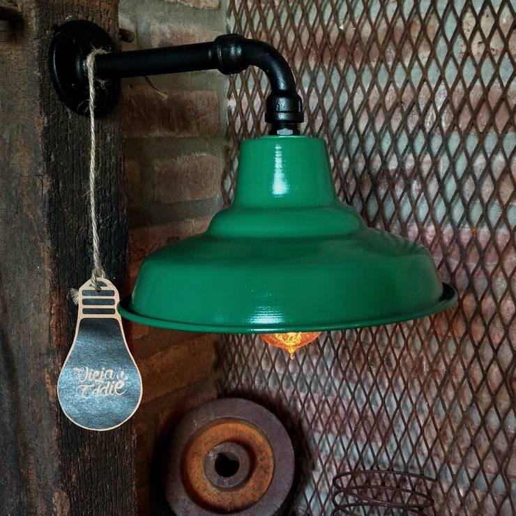 Lámpara Galponera De Pared Estilo Industrial Vintage Vieja Eddie: Livings de estilo  por Lamparas Vintage Vieja Eddie