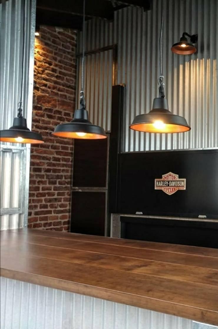 Lámparas Galponeras Colgantes Loft Estilo Industrial: Estudio de estilo  por Lamparas Vintage Vieja Eddie