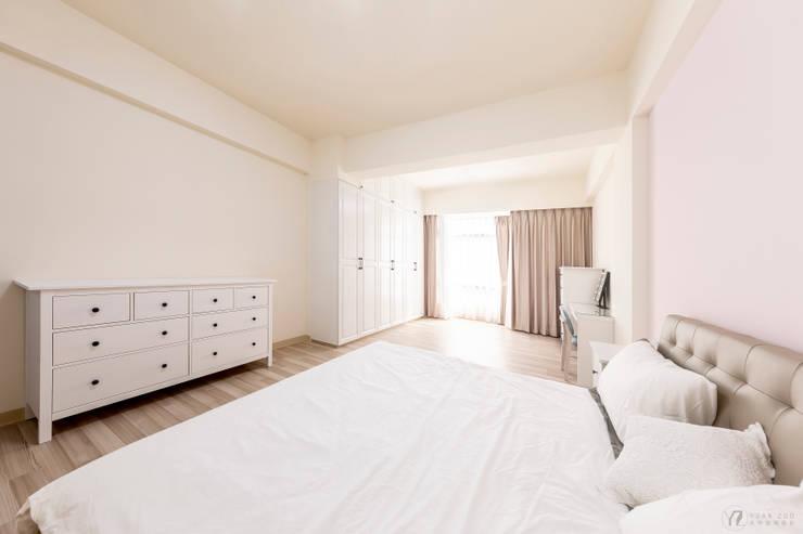 CAI House:  臥室 by 元作空間設計