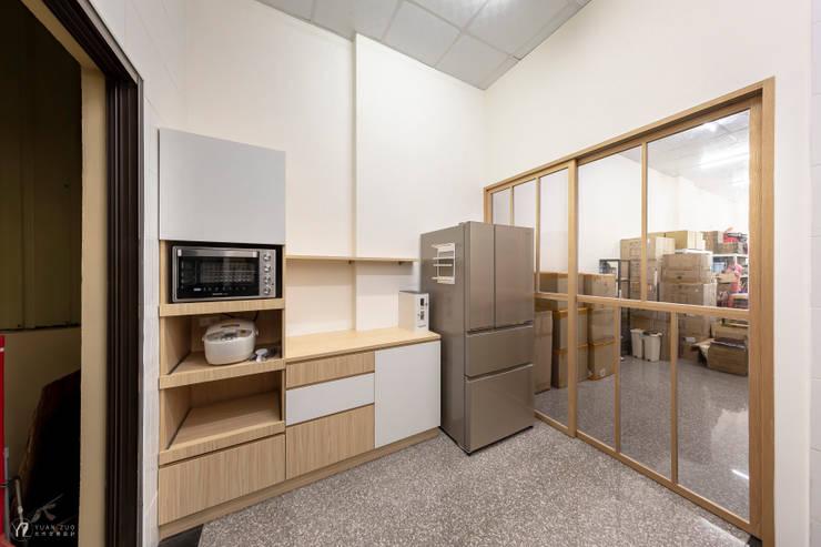 CAI House:  小廚房 by 元作空間設計