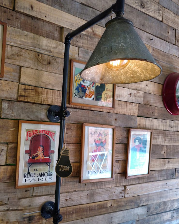 Lampara de Pared Hierro Reclaimed Estilo Industrial Vintage Vieja Eddie: Livings de estilo  por Lamparas Vintage Vieja Eddie