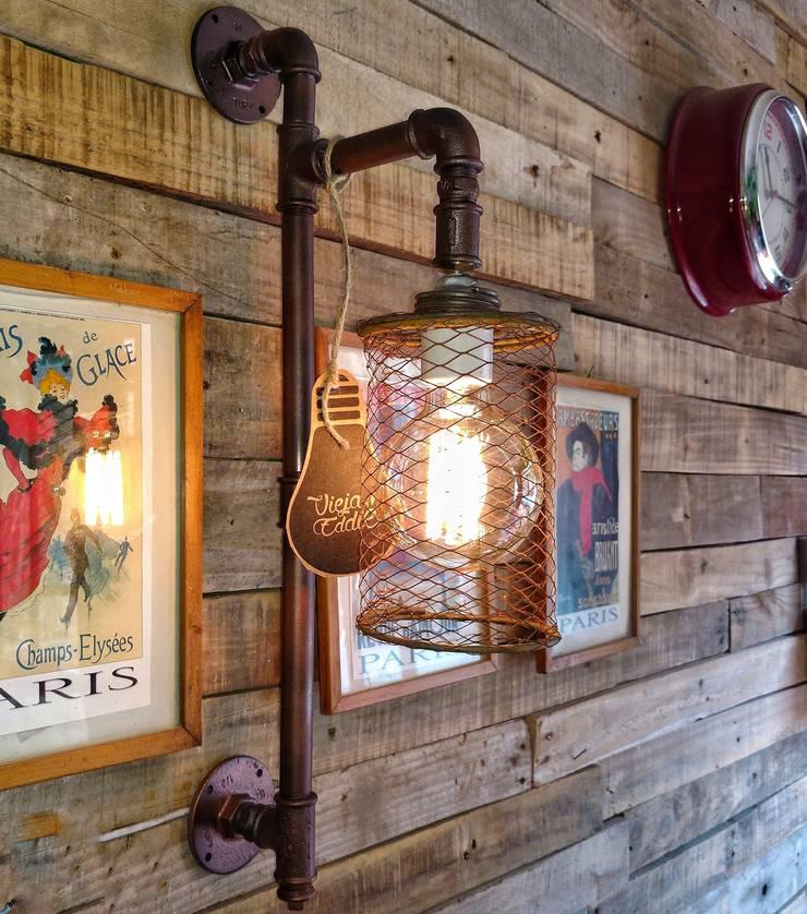 Lampara Aplique Pared Vintage Jaula Oxido Deco Palets Foco Edison Vieja Eddie: Paredes y pisos de estilo  por Lamparas Vintage Vieja Eddie