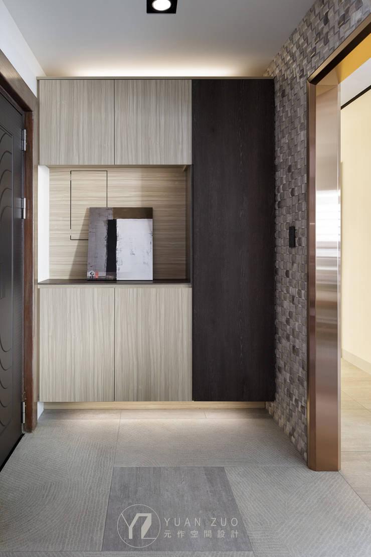 WANG House:  走廊 & 玄關 by 元作空間設計