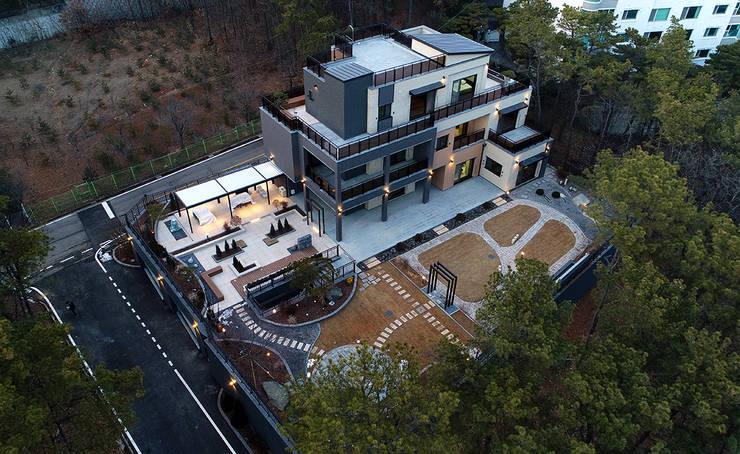 주택 외부: 더존하우징의  다가구 주택