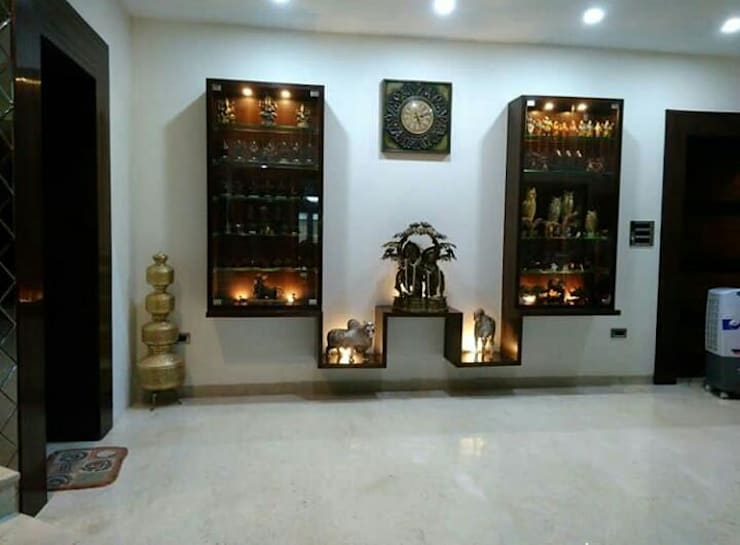 home and Lawn design residential :  Corridor & hallway by Jamali interiors