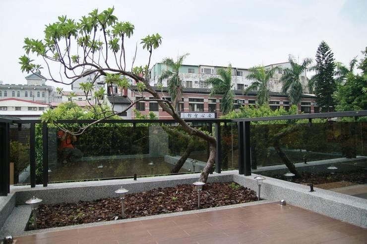 空中庭園:  禪風庭院 by 勻境設計 Unispace Designs