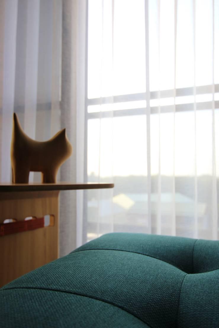 林口藝樹家 蔡府-清水模-沉靜:  窗戶 by 九木空間設計