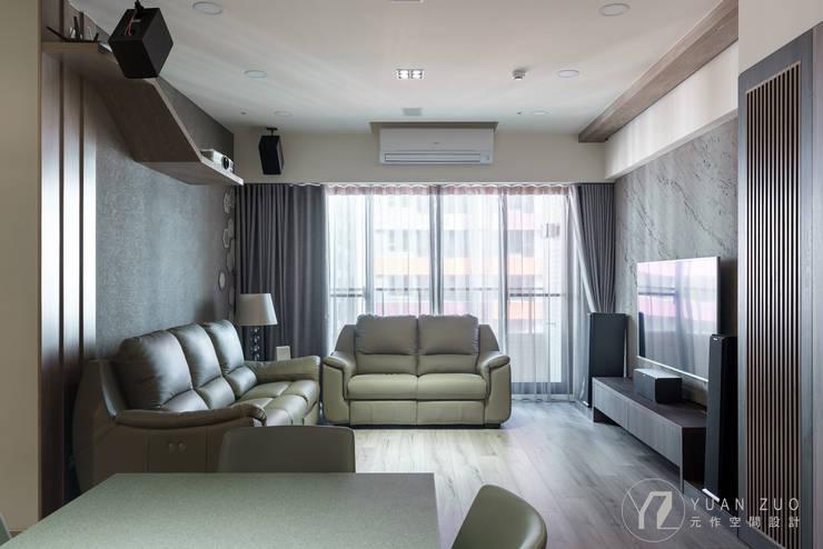 CHEN House:  客廳 by 元作空間設計