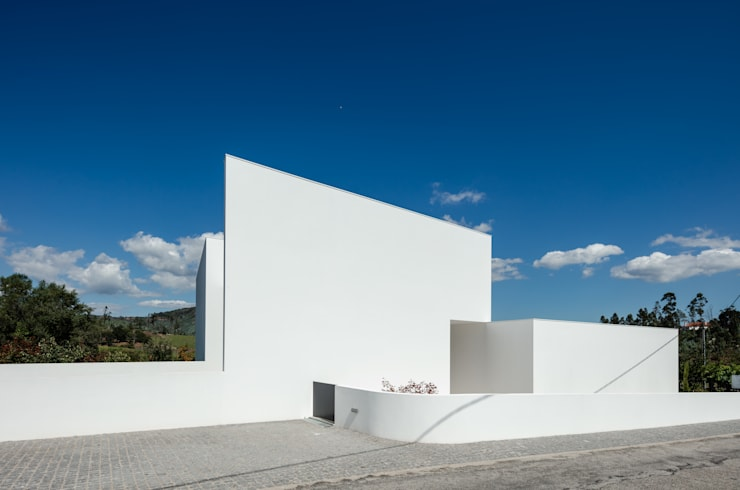 Houses by Tiago do Vale Arquitectos, Modern