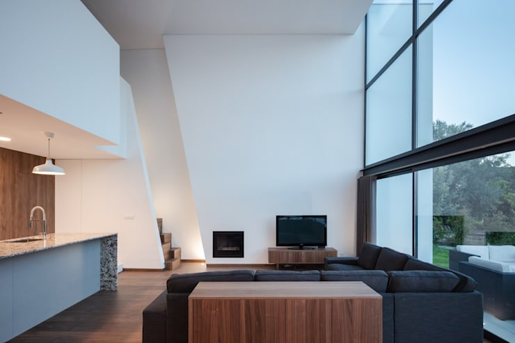 Stairs by Tiago do Vale Arquitectos, Modern Wood Wood effect