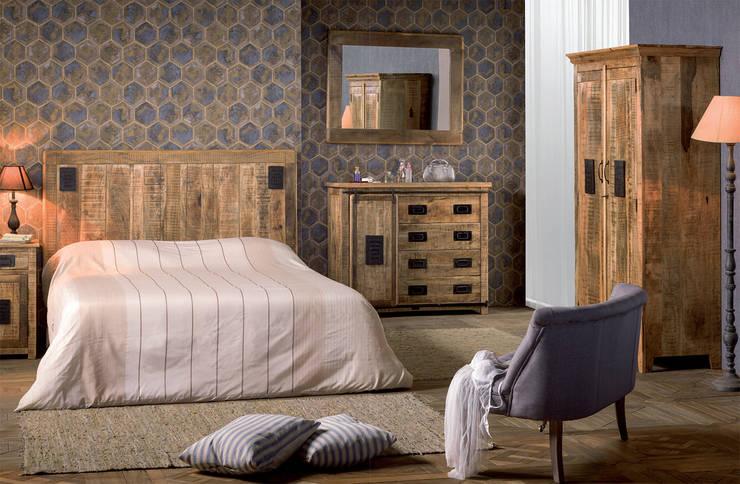 Camera New port: Camera da letto in stile  di nuovimondi di Flli Unia snc
