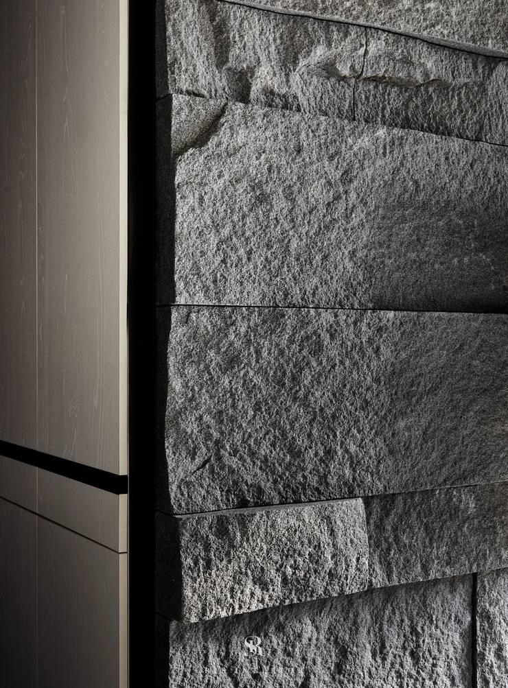 框.無框|Cubic Cave:  牆面 by 理絲室內設計有限公司 Ris Interior Design Co., Ltd.