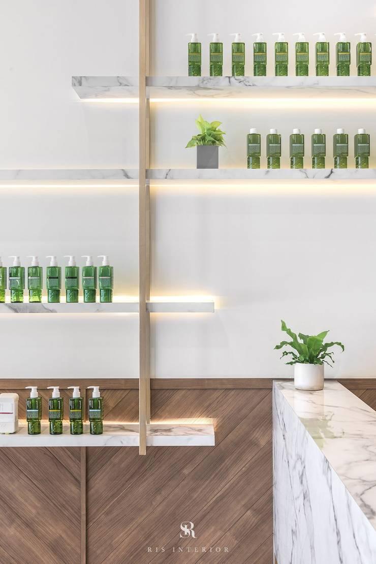 養食|Living-a-better-life Organic Grocery:  牆面 by 理絲室內設計有限公司 Ris Interior Design Co., Ltd.