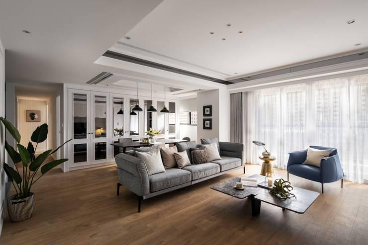 Living room by 築川設計, Classic