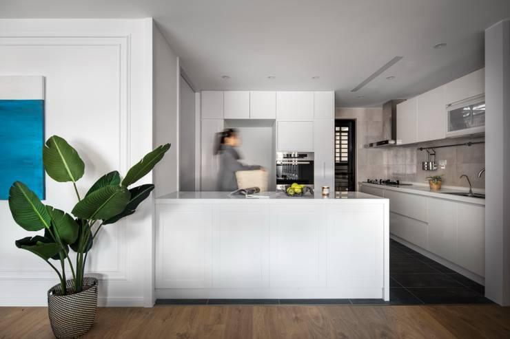 Kitchen by 築川設計, Classic