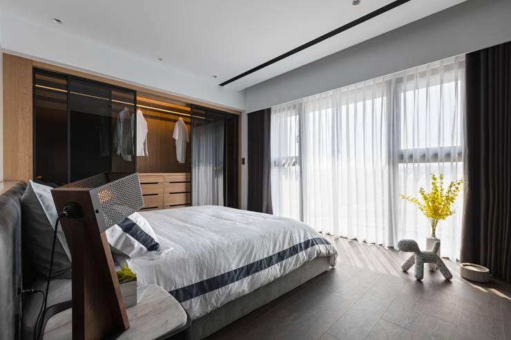 線.構:  臥室 by 築川設計