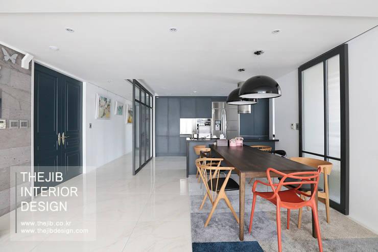 강남구 대치동 동부센트레빌 53평 아파트 인테리어: 더집디자인 (THEJIB DESIGN)의  다이닝 룸,모던