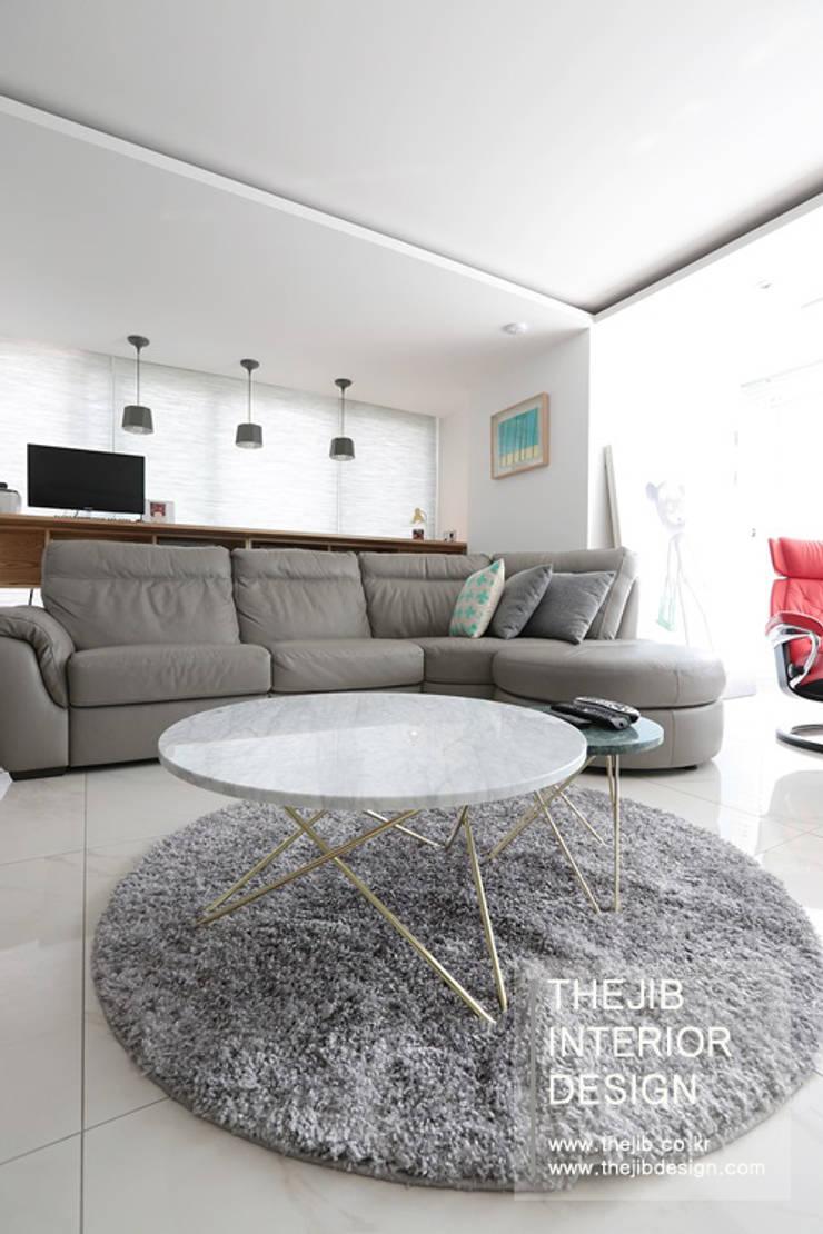 강남구 대치동 동부센트레빌 53평 아파트 인테리어: 더집디자인 (THEJIB DESIGN)의  거실,모던