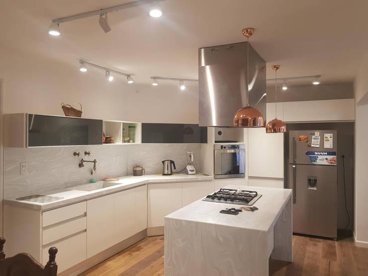 Módulos de cocina de estilo  de A3 arquitectas - Salta