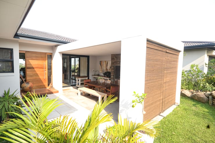 Estate Living 1_ Ballito, KZN:  Single family home by Tiaan Botha Architecture & Associates