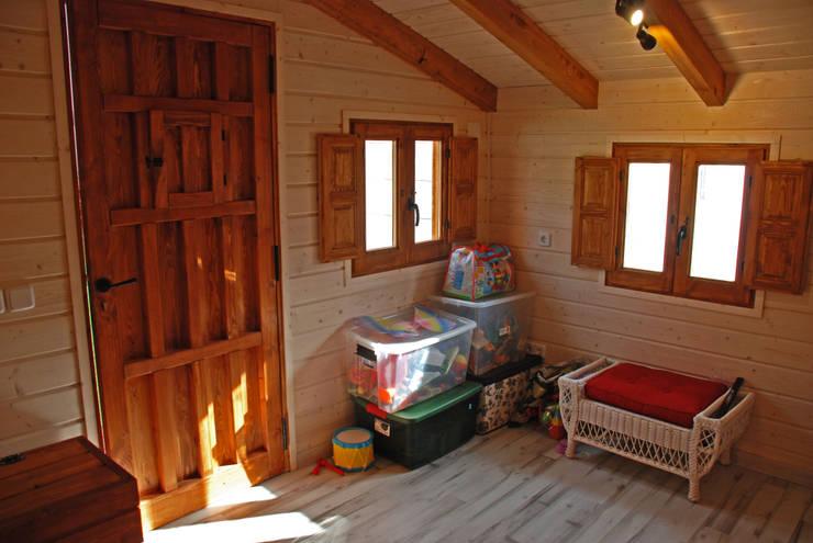 de la casita de madera para niños: Casas de madera de estilo  de Casetas de Madera