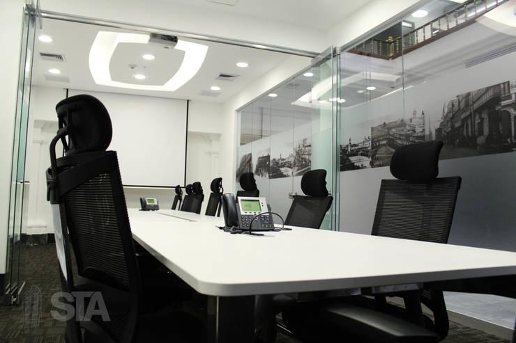 Directorio: Oficinas y Tiendas de estilo  por Soluciones Técnicas y de Arquitectura ,