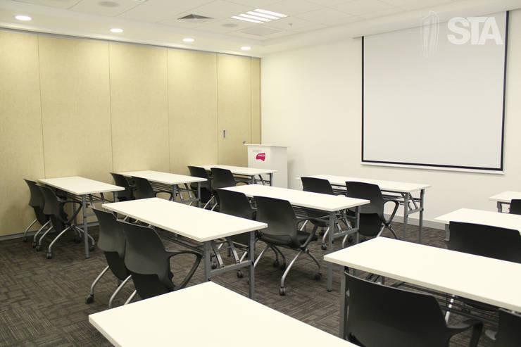 Sala de capacitaciones: Oficinas y Tiendas de estilo  por Soluciones Técnicas y de Arquitectura ,