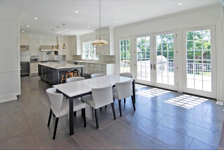 Kitchen by DeMotte Architects, P.C.