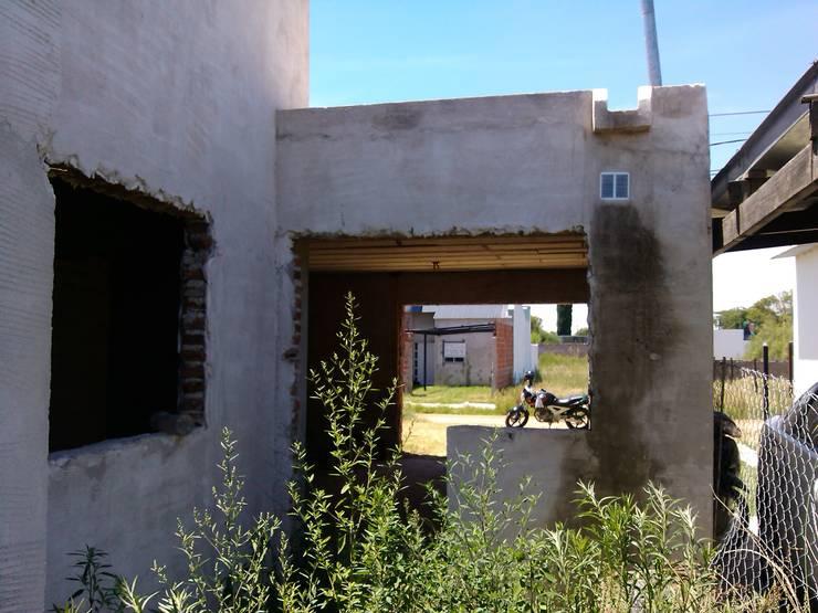 """Una casa llena de rincones:  de estilo {:asian=>""""asiático"""", :classic=>""""clásico"""", :colonial=>""""colonial"""", :country=>""""rural"""", :eclectic=>""""ecléctico"""", :industrial=>""""industrial"""", :mediterranean=>""""Mediterráneo"""", :minimalist=>""""minimalista"""", :modern=>""""moderno"""", :rustic=>""""rústico"""", :scandinavian=>""""escandinavo"""", :tropical=>""""""""} por Marcelo Manzán Arquitecto,"""