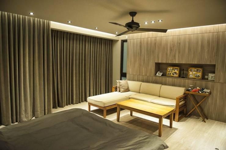 Dormitorios de estilo  por 勻境設計 Unispace Designs