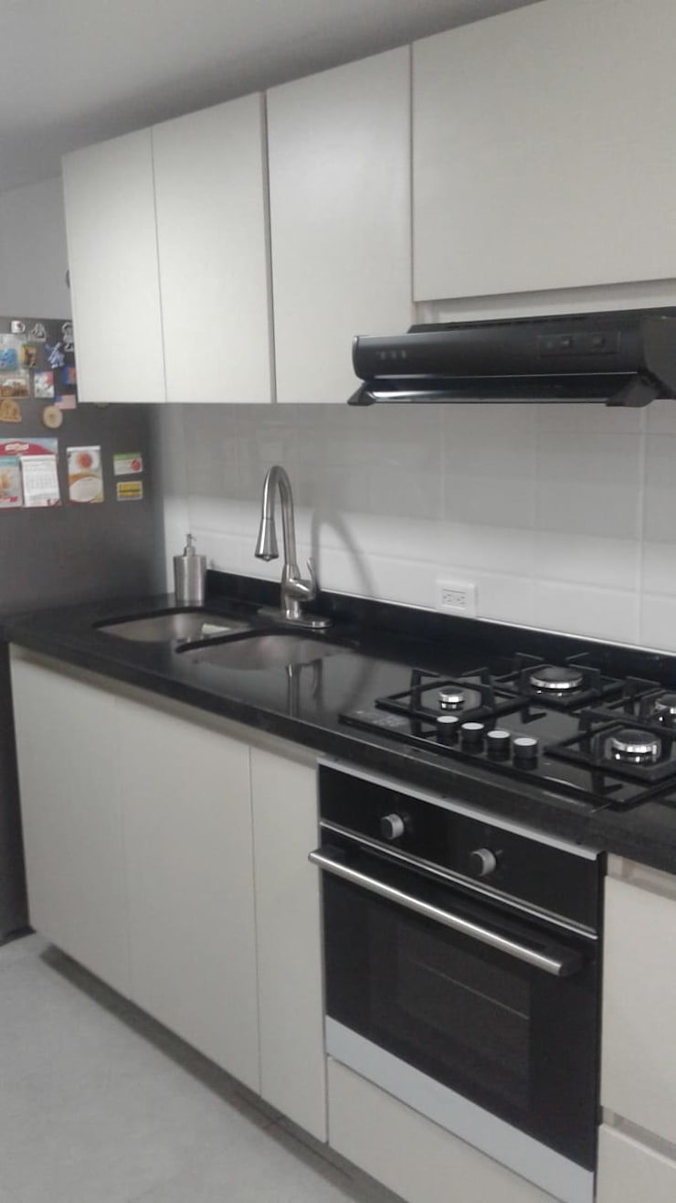 Cocina Colina Campestre: Cocinas de estilo  por Insitu Hogar