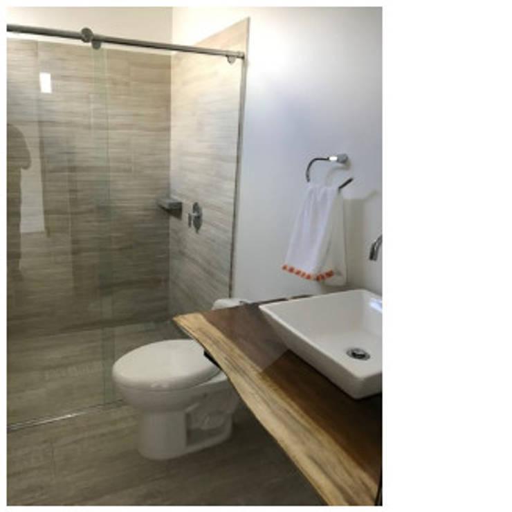 Baños de estilo  por Arcor Constructores , Moderno