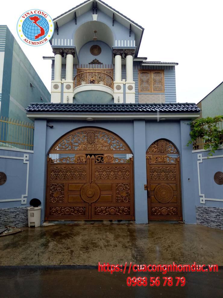 Công trình cổng nhôm đúc khu đô thị City Land:  Balconies, verandas & terraces  by Công Ty TNHH Đúc Hợp Kim Nhôm Vi Na Cổng