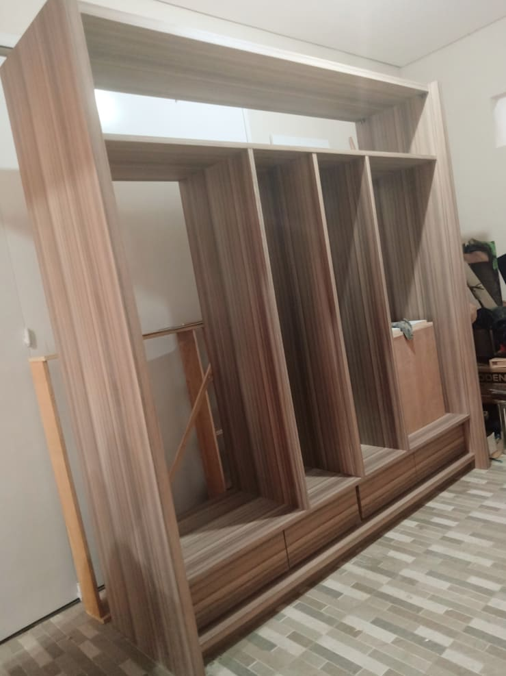 Custom wardrobe:  Bedroom by alesha projects