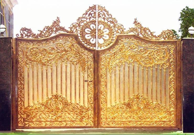 Cổng nhôm đúc Hoàng Kim Phúc Khí:  Study/office by CÔNG TY CỔ PHẦN SẢN XUẤT HOÀNG GIA HÀ NỘI