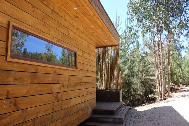 VIVIENDA EN FUNDO MILLACO: Casas de campo de estilo  por Kimche Arquitectos