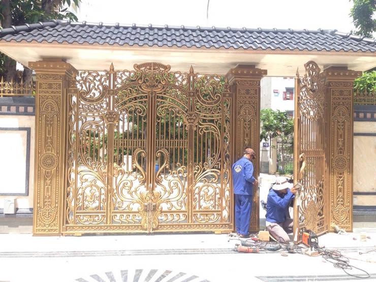 Thiết kế cổng nhôm đúc theo yêu cầu:  Cửa gỗ by CÔNG TY CỔ PHẦN SẢN XUẤT HOÀNG GIA HÀ NỘI