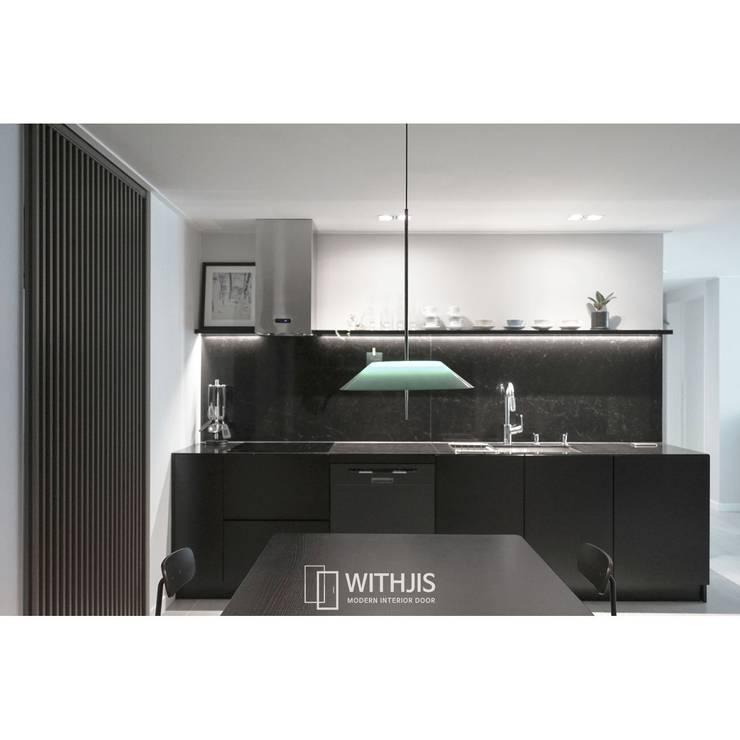 Sala da pranzo in stile  di WITHJIS(위드지스), Moderno Alluminio / Zinco
