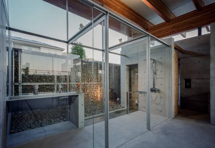 神戸北の平屋/ House in Kobe North: 藤原・室 建築設計事務所が手掛けたスパ・サウナです。