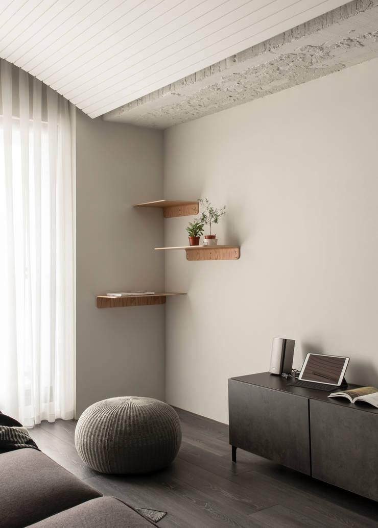 living area:  客廳 by 湜湜空間設計