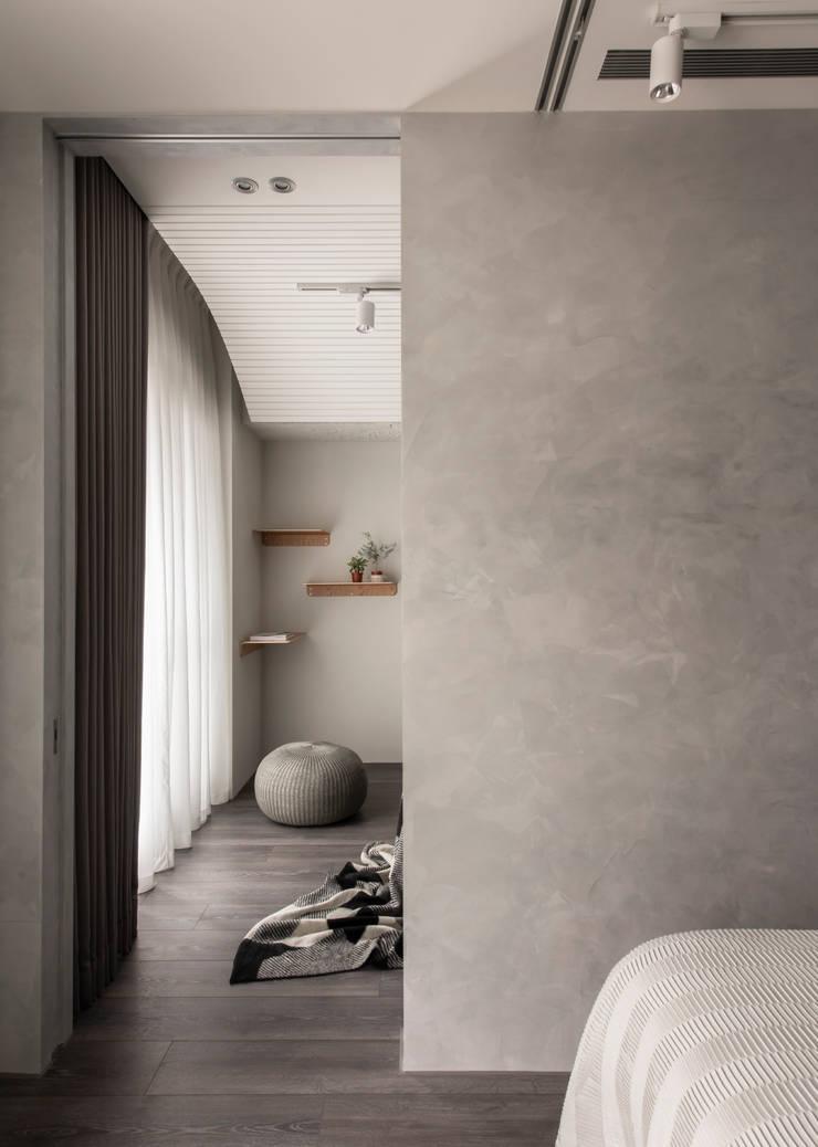 room-living room:  客廳 by 湜湜空間設計