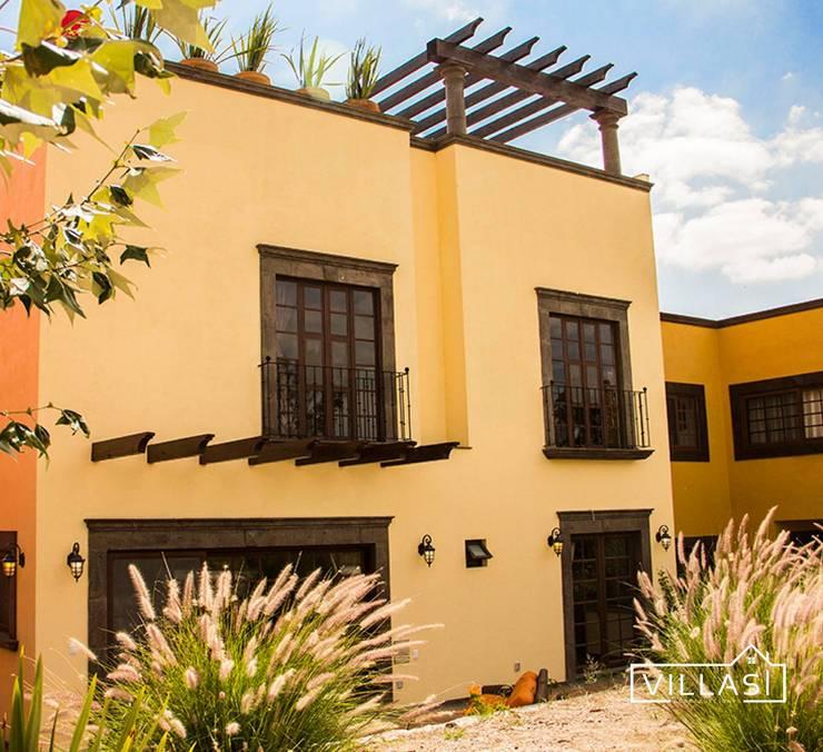 Fachada posterior: Casas de estilo  por VillaSi Construcciones