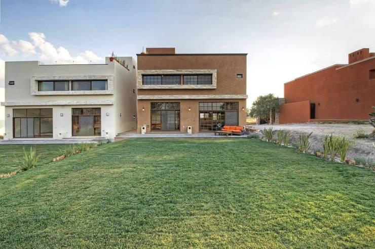 Gran espacio: Jardines de estilo  por VillaSi Construcciones