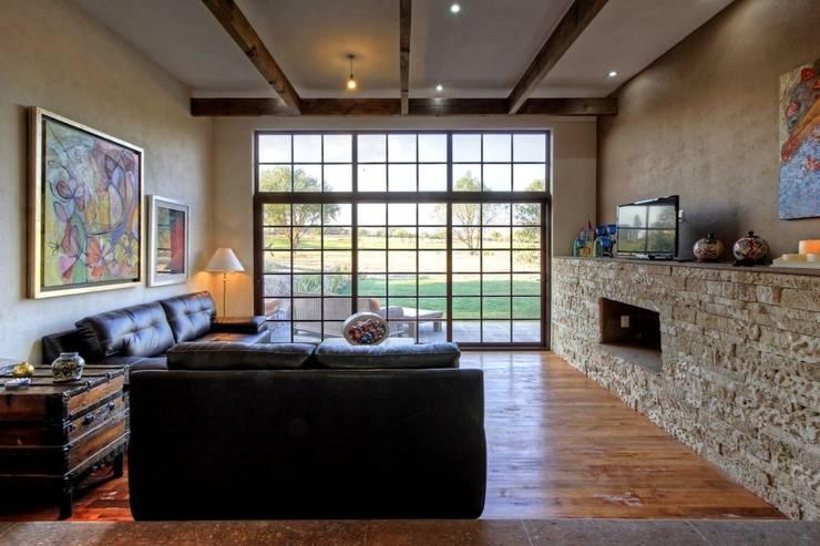 Living room by VillaSi Construcciones