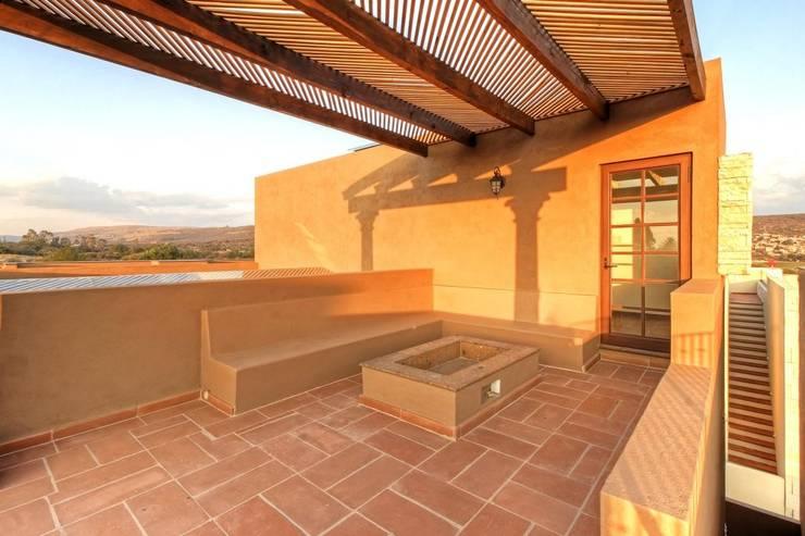 Casa Cantera en San Miguel de Allende: Terrazas de estilo  por VillaSi Construcciones